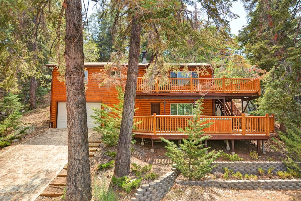 Big bear getaway hot tub game room cabins for rent in for Big bear cabins with jacuzzi tubs