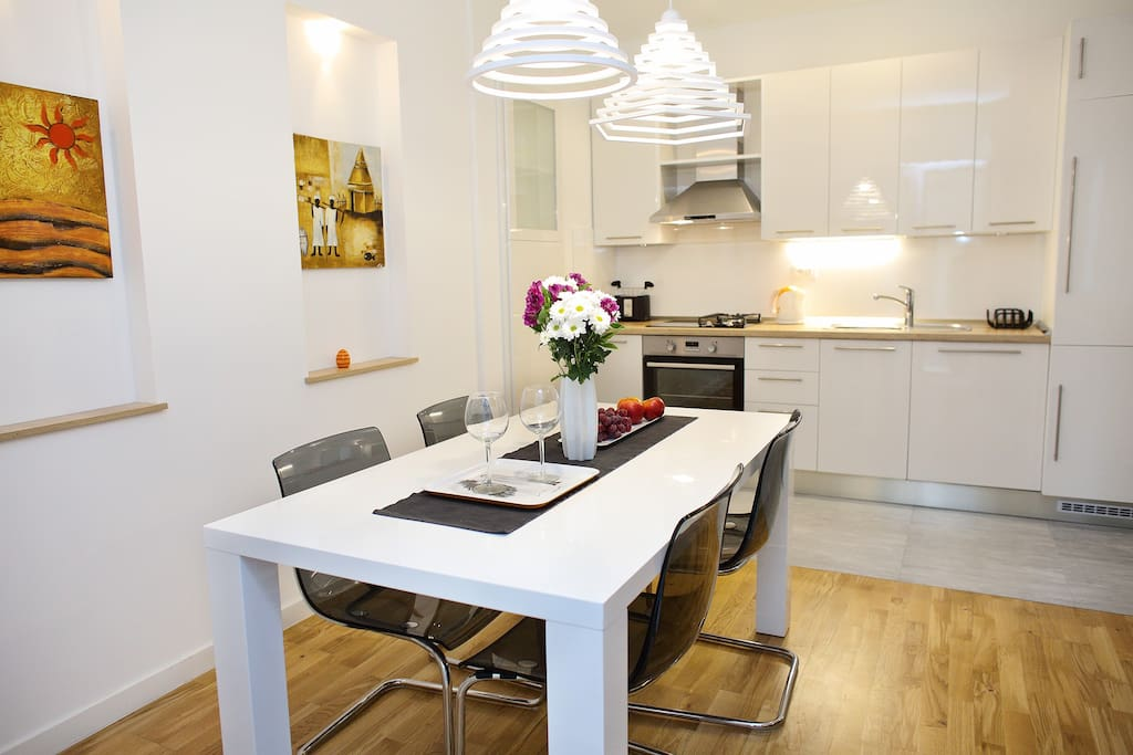 Apartment Le Monde - Kitchen and Dining Area