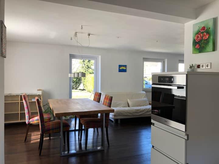 Apartment - mit Ausgang zum Garten (Homeoffice)