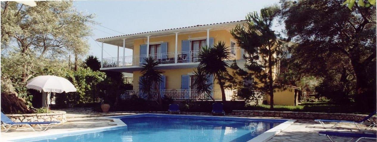 Κλέουσα - Apolpena - Villa