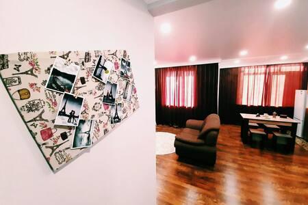 Комфортный апартамент в центре города у ТЦ Актау