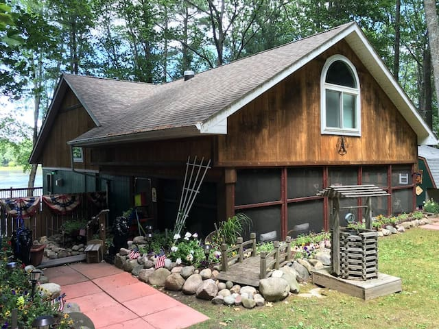Gladwin Waterfront Cottage w/1500 sf deck/porch