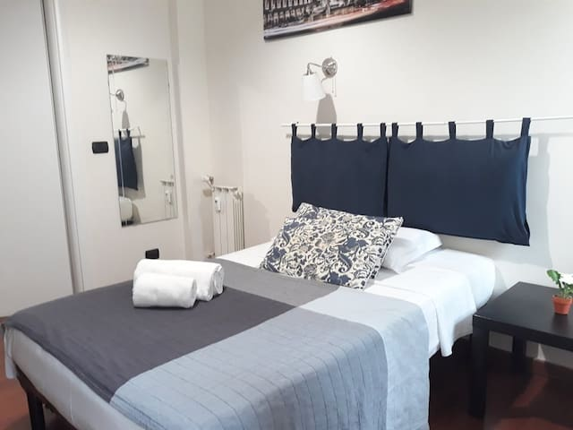 ensuite single room with private bathroom
