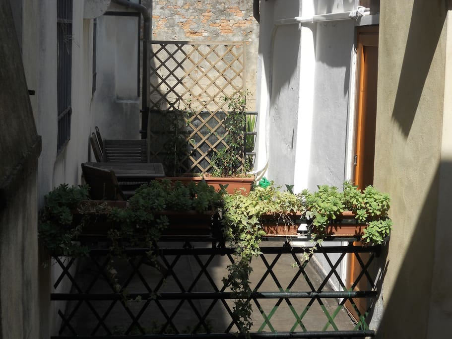Apartment's terrace: sunny and peaceful