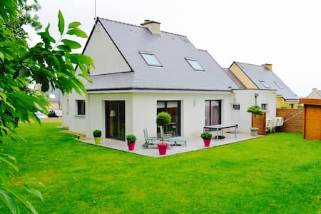 Big house in the peace close to the city center - Quimper - Hus