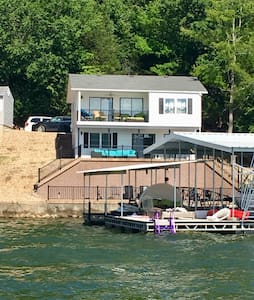 Lovely Little Niangua Lake House