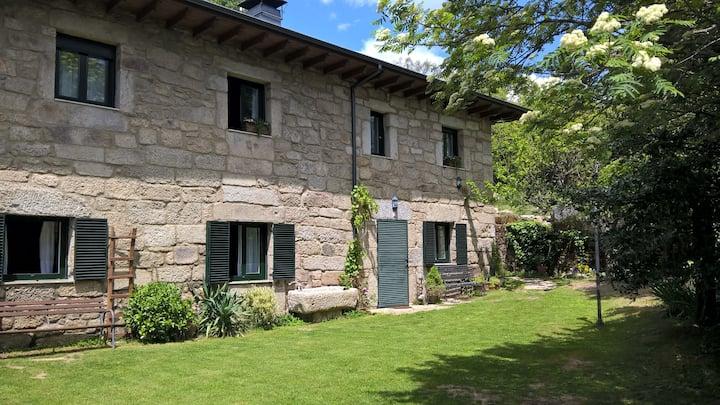 Casa Rural Entre Acebos II. Parejas