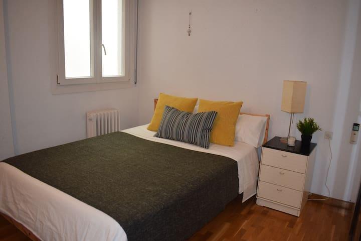 Private Room near to Plaza España - Barcelona - Pis