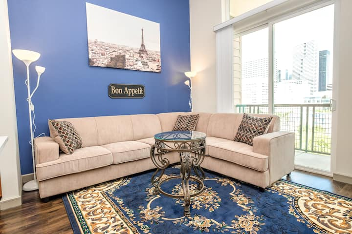 Bright Parisian Penthouse Suite | Downtown Houston