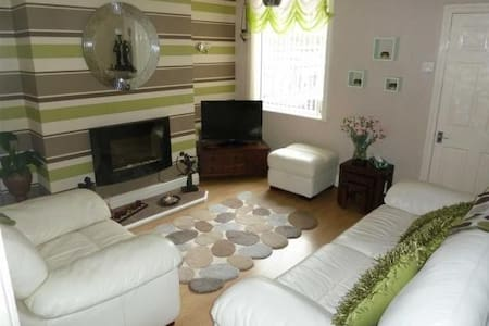 double room in a cosy & homely place - 曼徹斯特
