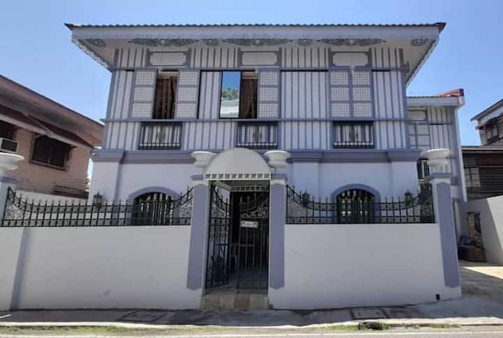 CASA PICHAY VIGAN - Room along Calle Crisologo