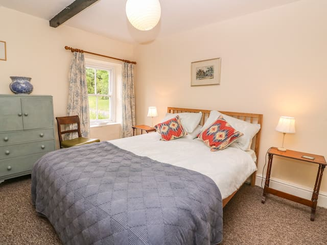 THE GARDEN COTTAGE, pet friendly in Kidwelly, Ref 967102
