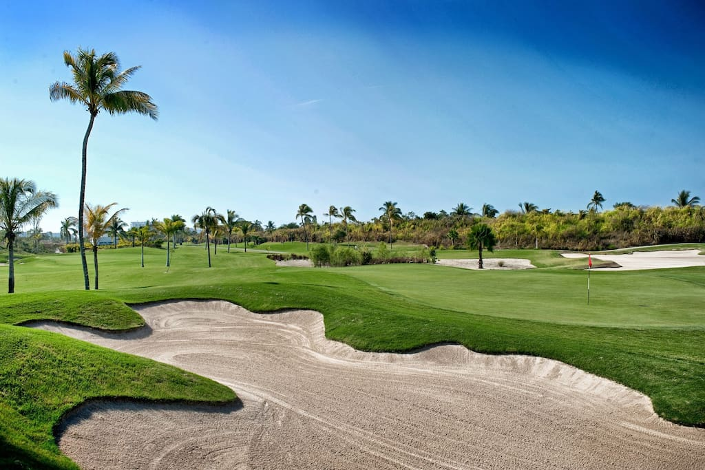 Tee off on the championship Jack Nicklaus course.