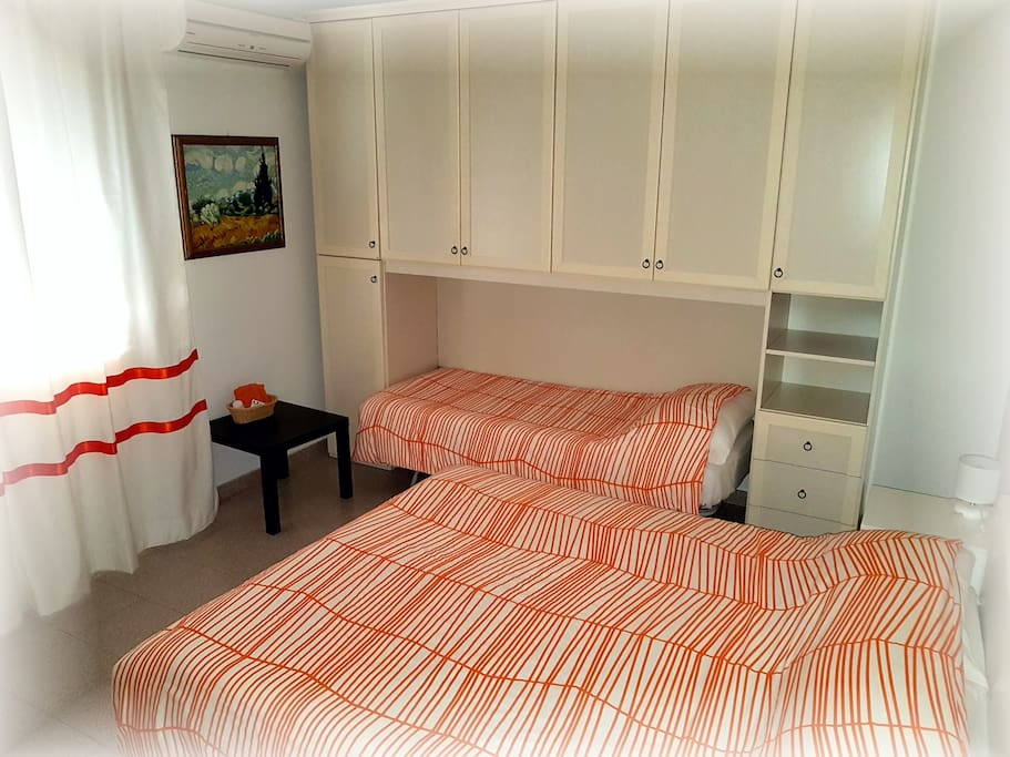 Queen size bed + single bed