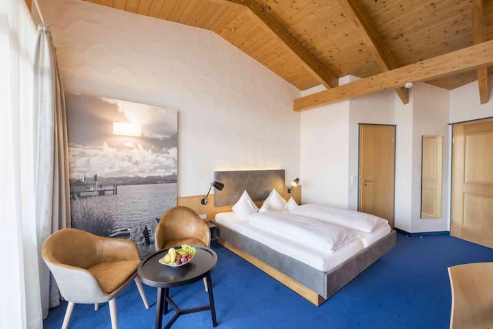 Appartement Hotel Seerose, (Immenstaad am Bodensee), Doppelzimmer mit WC und Dusche, Balkon