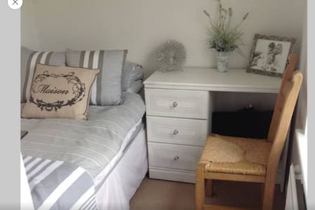 Pretty single room in sunny house - Burniston - Huis