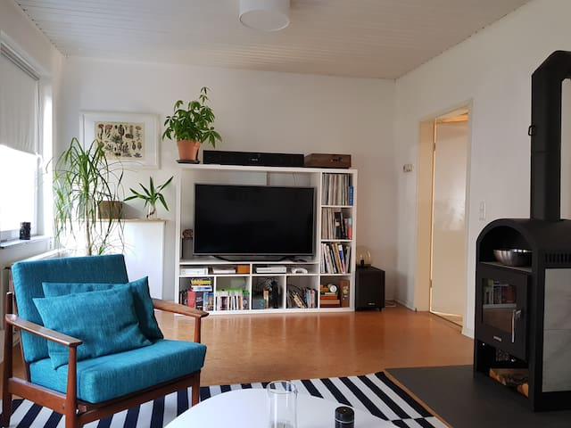 Modernly furnished house, 10min walk to old town