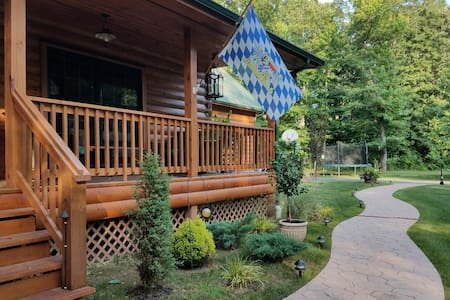 Best of 'City & Country' for 2 in Quiet Log Home