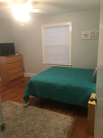 1st Bedroom Queen Bed-TV