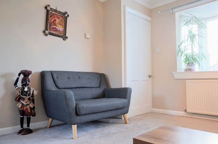 Cosy room + free parking (1.3 mile to centre)