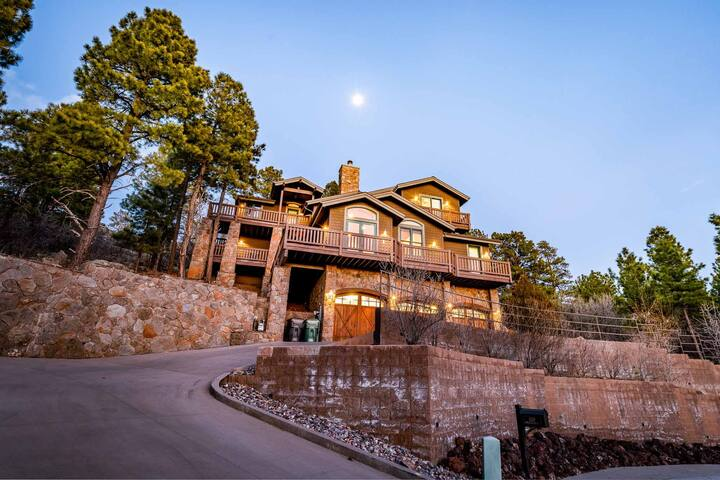 Luxury Rustic Home with Panorama Views