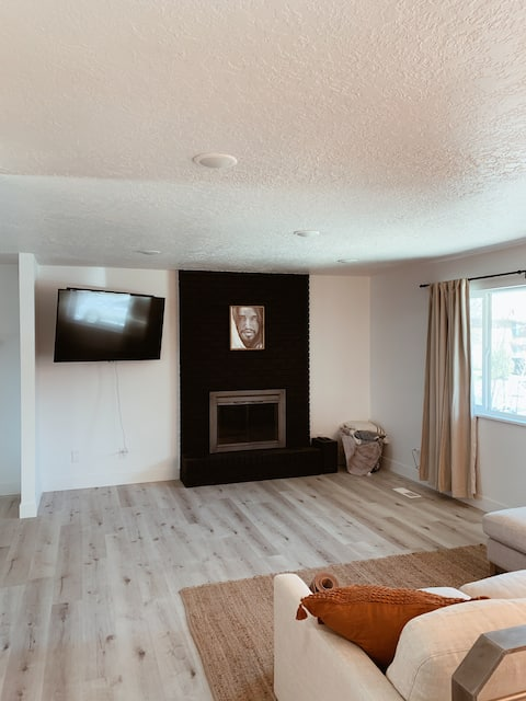 Newly Renovated 2BR house in Heart of Logan