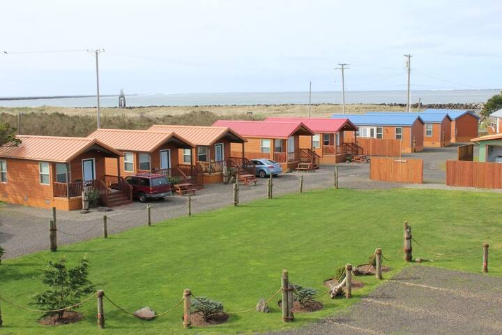 Westport Inn - Jacuzzi Cabin #8
