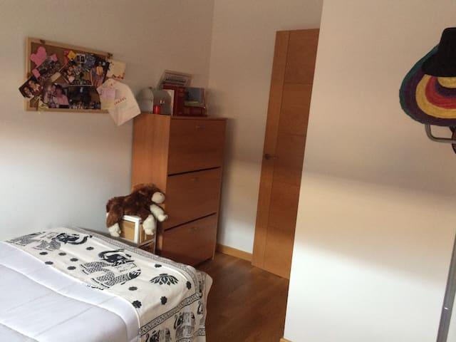Habitación  matrimonio con baño - Ávila - Şehir evi