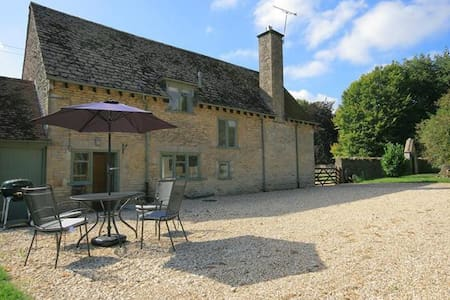 Colt Horse Cottage, Crickley Barrow - Northleach