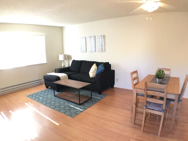 F11\Spacious 2br Apt, next to Caltrain
