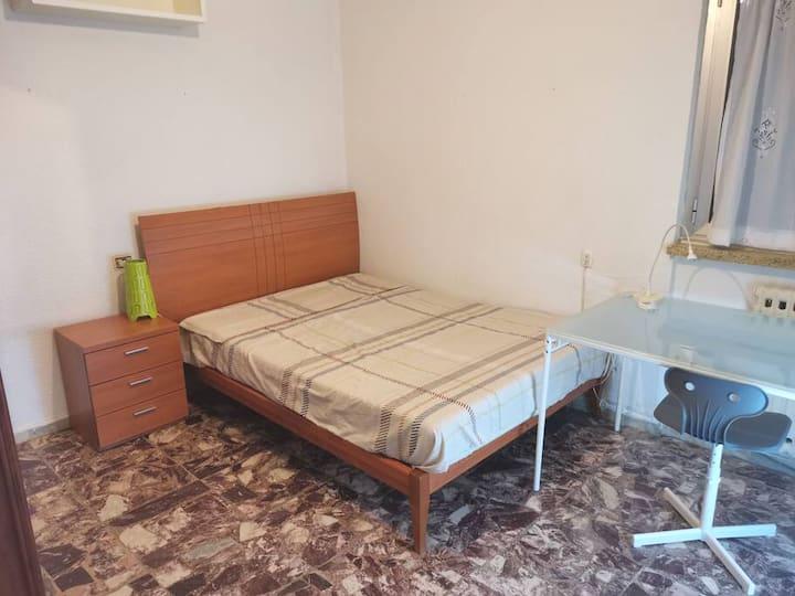 Habitación acogedora y confortable