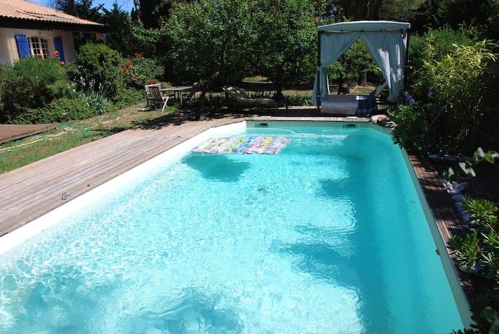 Grande villa piscine + jacuzzi + dépendance
