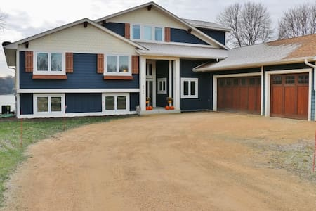 Beautiful 3 or 6 Bedroom Lakeshore Home in Waconia - Waconia - Dom