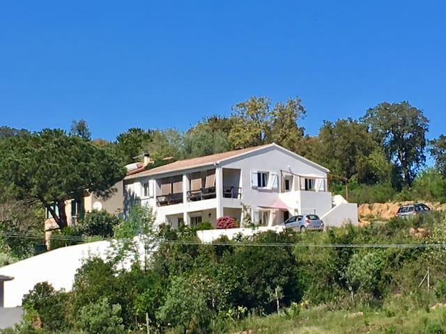 Bas de villa F3 vue mer proche Bastia - Talasani - Tatil evi
