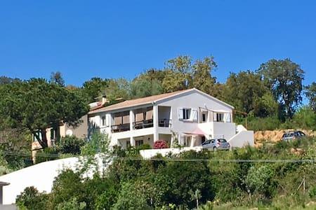 Bas de villa F3 vue mer proche Bastia - Talasani - 度假屋