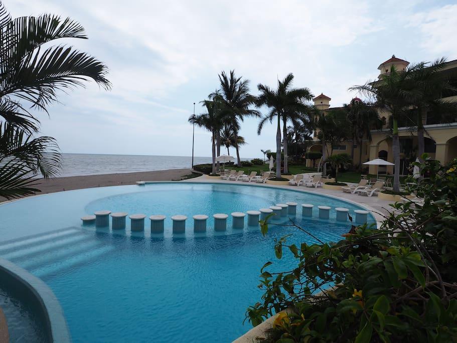 Grandview Bay Pool