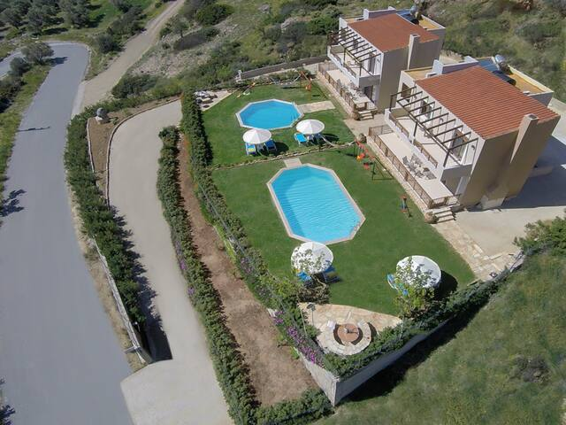 Family holiday villa Nikos, Triopetra beach, So... - Lampi