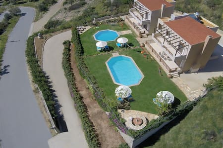 Family holiday villa Nikos, Triopetra beach, So... - Lampi - Villa
