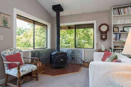 Olympic View Cottage on Tolo Road - Bainbridge Island - Maison