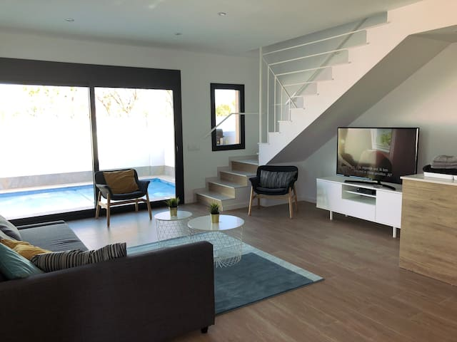 Top villa 6-8p-6 beds-swimming pool with jacuzzi