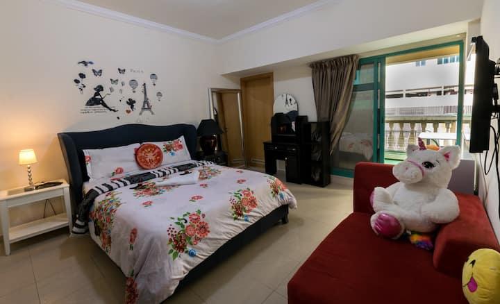 Nice Lovely Master Room for a Girl in Dubai Marina