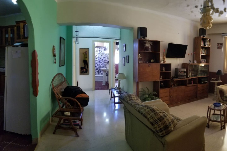 Apto, completo. Con 2 habitaciones y todas las comodidades..