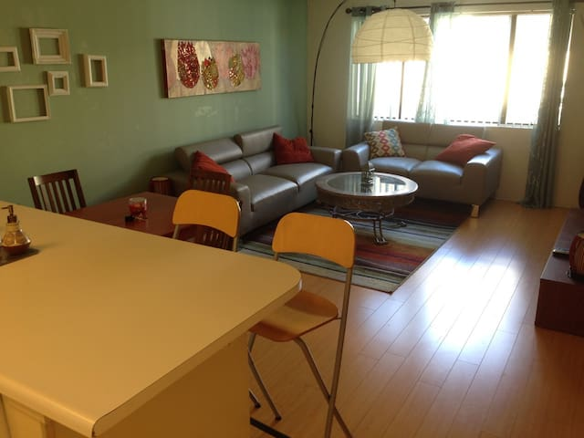 217 - Hollywood 1Br apt. w/ parkng