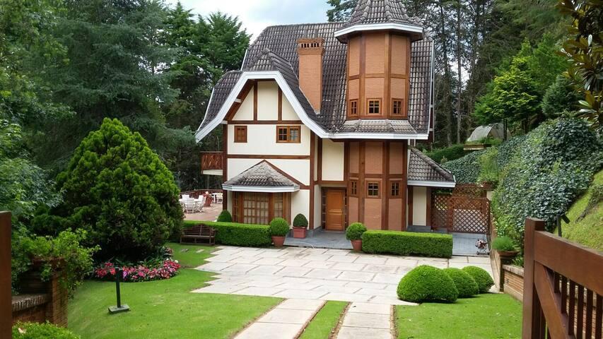 Magnifica casa em condominio de alto padrao Centro - Campos do Jordão - Appartement en résidence