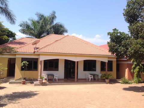 Bwindi Forest Safari Cottages