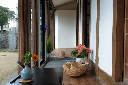 涯月百年石屋(闲谈海边,Giddy梦幻咖啡厅,春天~~步行5分钟距离)