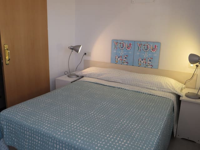 Double room with bathroom and terrace. Free WIFI - Roses