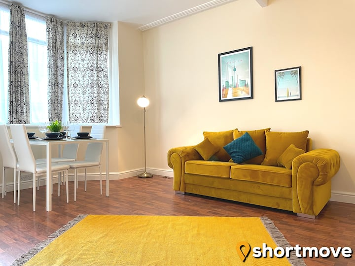 SHORTMOVE | ✰ Self contained,  kitchen, wifi ✰