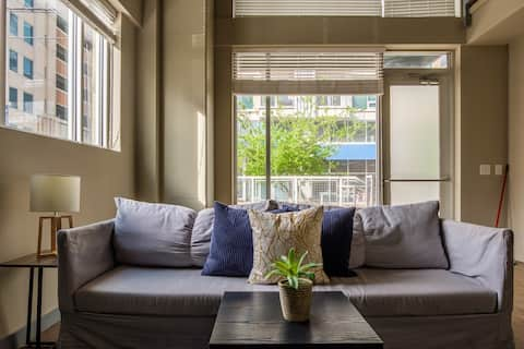 Beautiful and Bright 1 BR Apt