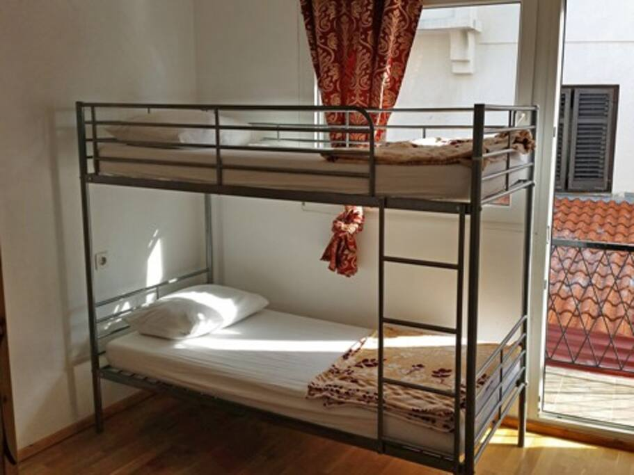 PRIVATE ROOM - 2 BEDS